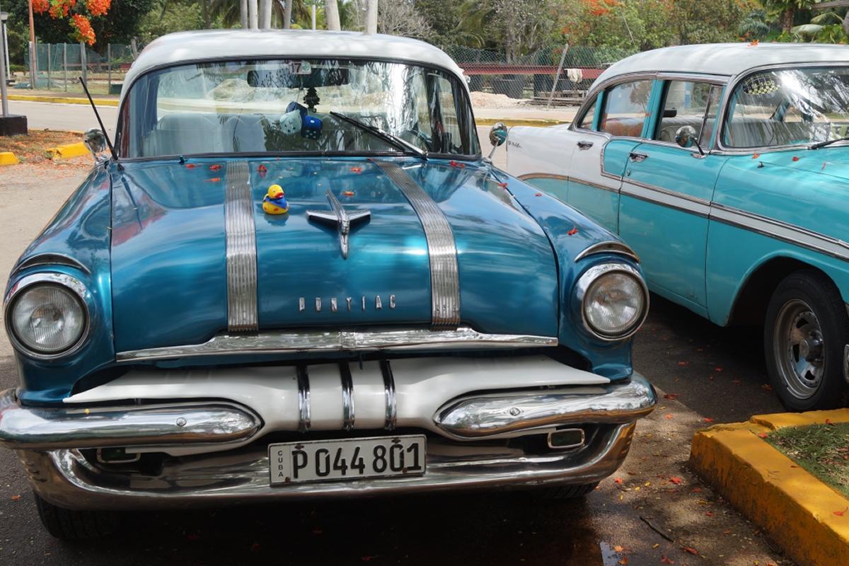 Ente in Kuba auf Pontiac